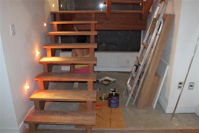 Escada De Madeira Dias A Dois