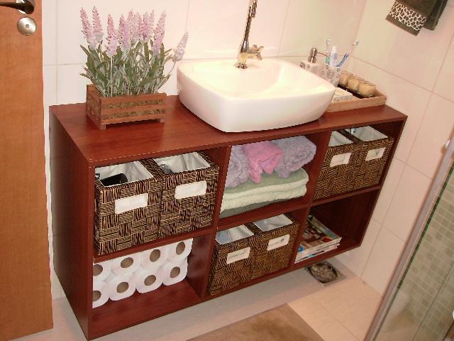 como fazer bancada de banheiro  Dias a Dois -> Como Fazer Armario De Banheiro Reciclado